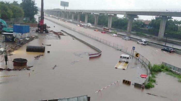 Air Masih Menggenang di Kilometer 24 Tol Japek, Kendaraan Diarahkan ke Arteri Cibitung